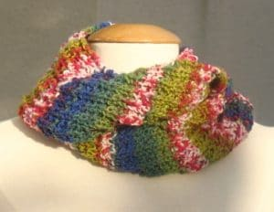Snood tricoté en fil multicolore
